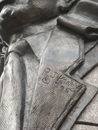 Sculptor's name and date on Commerce statue.