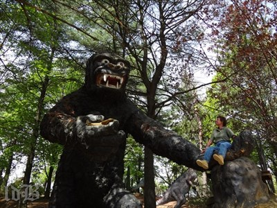 I convinced a friend to get carried away with King Kong.