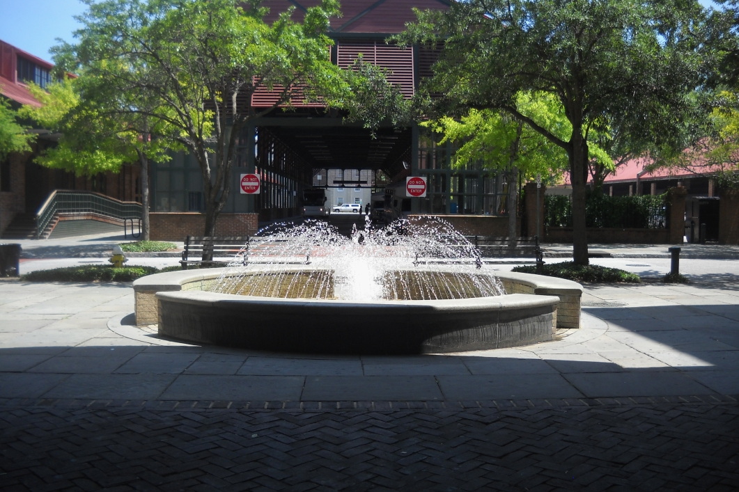 visitor center fountain charleston sc fountains on. Black Bedroom Furniture Sets. Home Design Ideas