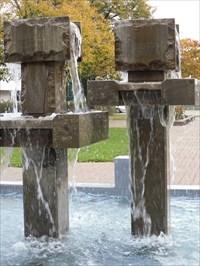 Différent pont de vue de la fontaine de Ste-Anne-des-Plaines.  different view of the fountain of Ste-Anne-des-Plaines.