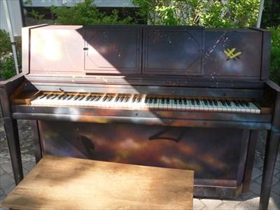 Le Piano au Parc des Pionniers.The Piano at Pioneer Park.