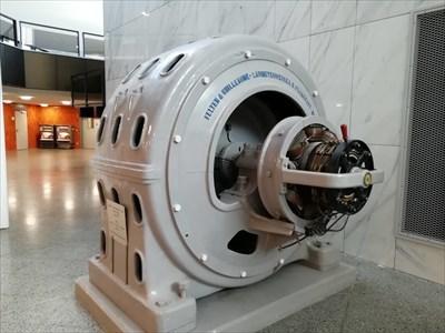 Drehstrom Synchrongenerator - TÜV-Rheinland-Hochhaus - Köln