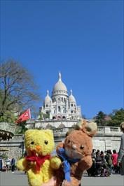 Max & Tibärius in front of Basilique du Sacré Cœur - Paris, France