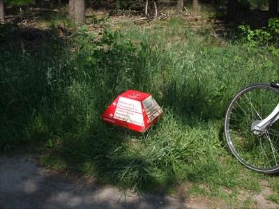 ANWB Paddenstoel naast het Fietsknooppunt.