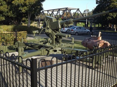 This restored Anti-Aircraft gun is out the front of the Kempsey RSL Hall. 1556, Sunday, 30 April, 2017
