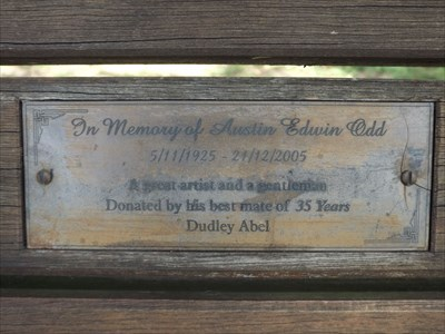 The plaque, on the wooden bench on the cycle path and walkway on the Past Presidents Walk. 31/12/2015