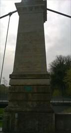 Brückenpfeiler mit Inschriften