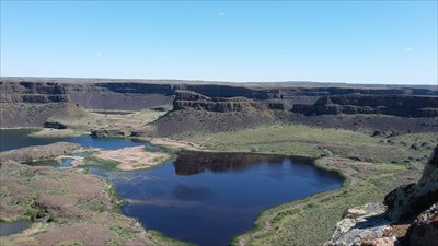 The lookout at Dry Falls with the gazebo on the left from here.