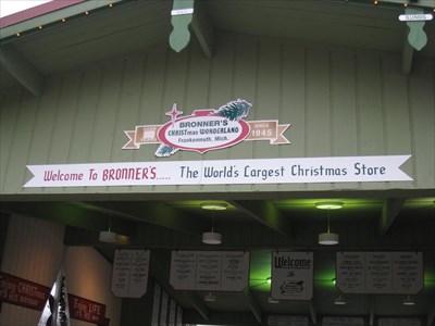 bronners christmas wonderland frankenmuth mi wikipedia entries on waymarkingcom - Worlds Largest Christmas Store