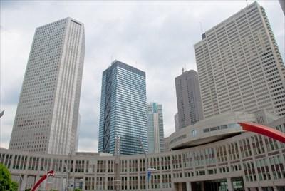 Tokyo Metropolitan Assembly Bldg (front), Shinjuku Sumitomo Bldg (left),  Shinjuku Mitsui Bldg (XXXXX), Keio Plaza Hotel (right)