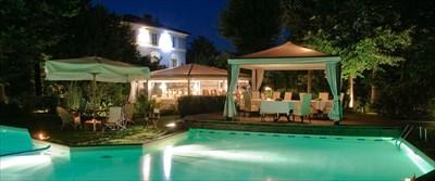 Swimming pool of Hotel Lucca Locanda l'Elisa
