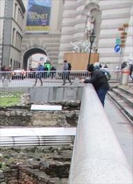 ...overlooking the Michaelerplatz Roman excavations.