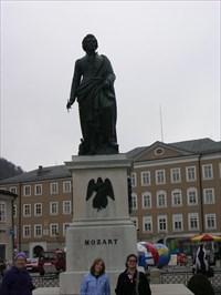 Okay, I clicked the wrong picture. This is Mozart, not random street in Rome.