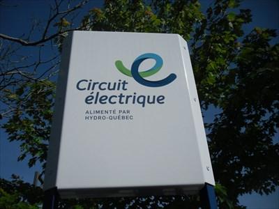 Le logo de borne de recharge circuit électrique alimenté pas Hydro-Québec.  charging station logo electrical circuit supplied not Hydro-Québec.