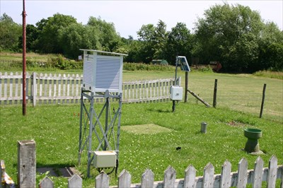 Backyard Weather Station pershore college weather station - weather stations on waymarking