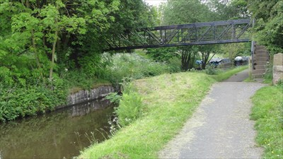 The foundations of the old swing bridge can be seen below the footbridge. The data is in the middle of the bridge above the canal.