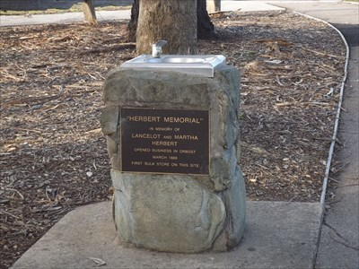 The memorial plaque and drinking fountain. Thursday, 12 May, 2016