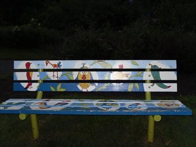 Hommage aux enfants et aux oiseaux par leurs dessins.  Tribute to children and birds by their drawings.