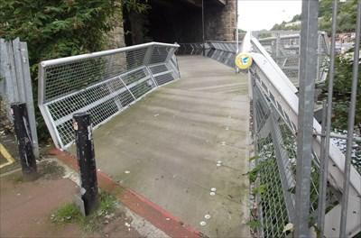 The bridge then passes through Wicker Arches