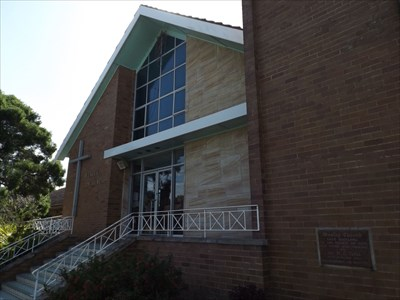 The Wesley Uniting Church in William Street, East Maitland, is directly opposite the War Memorial Monument. 1644, Sunday, 31 January, 2016
