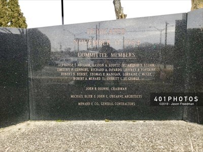 The second component from the left is engraved with the dedication date November 11, 1984, and the names of the memorial's 12 committee members, the architects, and the general contractors.