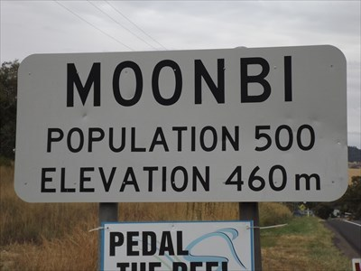 Close up of the Elevation, and Population sign. 0837 Sunday, 17 March, 2019