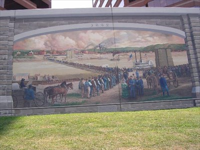 Nearby mural of the when the bridge was under construction during the civil war.
