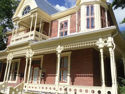 Façade de la Maison Avila Larose. Front of the House Avila Larose.