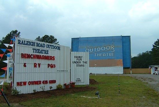 Outdoor Movie Theatre Aka Raleigh Road Outdoor Theatre Henderson North Carolina Drive In Movie Theaters On Waymarking Com