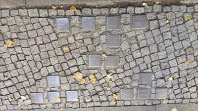 15 Stolpersteine are located here