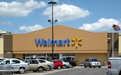 the union and wal mart Weyburn, sask - workers at the only unionized walmart in canada have voted  in favour of decertificationthe votes, cast by employees at.
