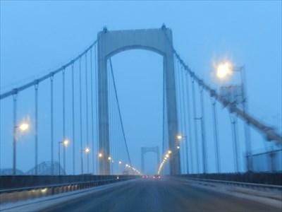 21 mars 2013, très tôt le matin.  A gauche, le pont de Québec.