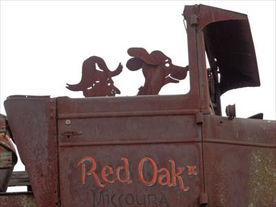 Rusty Car - Red Oak