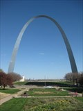 Image for St. Louis Arch tram loses power, traps visitors