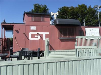 Une galerie et place extérieur pour mangé un repas ou une crème glacé