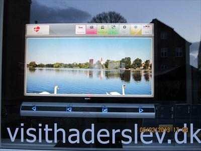 (DA) Fin fladskærm med oplysninger fra lokalområdet.(EN) Fine screen with information from the local area.