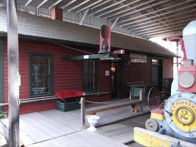 Lowell depot pioneer village minden ne train stations for Depot minden