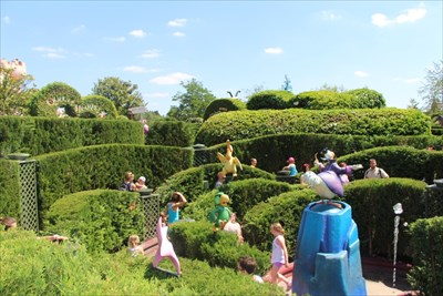 Alice S Curious Labyrinth Disneyland Paris France