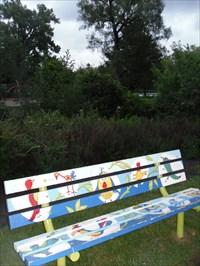Le banc des oiseaux. The bench birds.