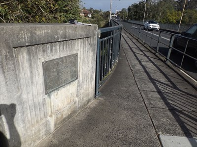 Location of the commemorative plaque, eastern side of the bridge, northern end