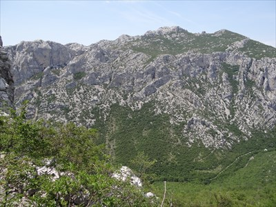 The path on the other side is the path up to the cave Manita Pec. Down in the valley you can see the main hiking-path along Mala Paklenica.