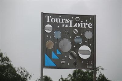 Une sculpture très moderne sur les bords de la Loire
