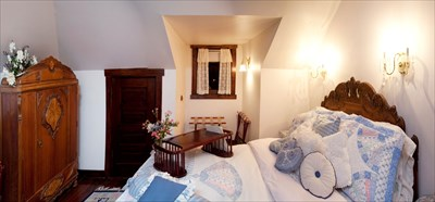 Full bed, private sitting room, claw-foot tub and shower