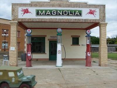 Magnolia Service Station - Shamrock, TX - Vintage Gas Stations on