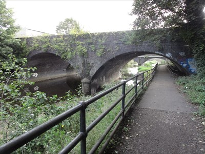 The river bank carries the five weirs walk pathway.