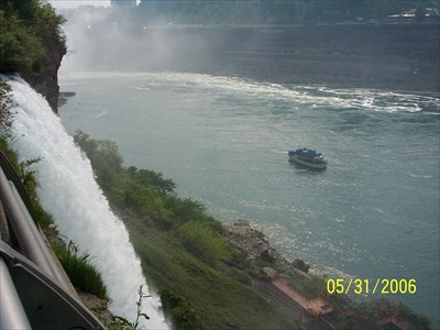 From Luna Island we are watching the Maid of the Mist IV which has just passed Bridal Veil Falls in the foreground, by MountainWoods