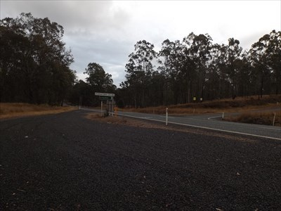 Location view of the sign, and road. 1707, Saturday, 25 August, 2018