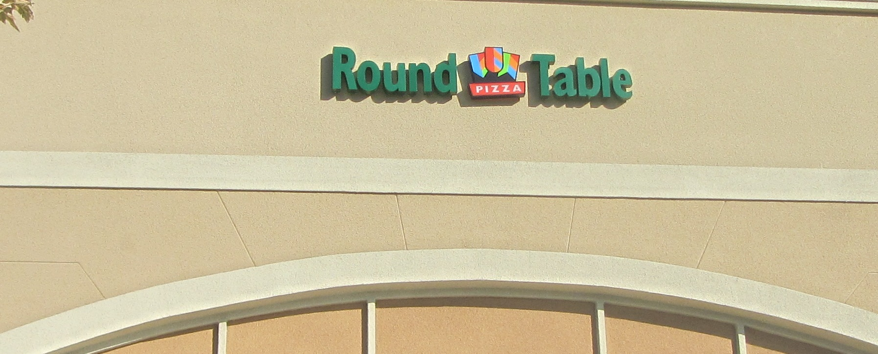 Round Table Tracy Round Table Pizza Tracy Tracy Ca Image