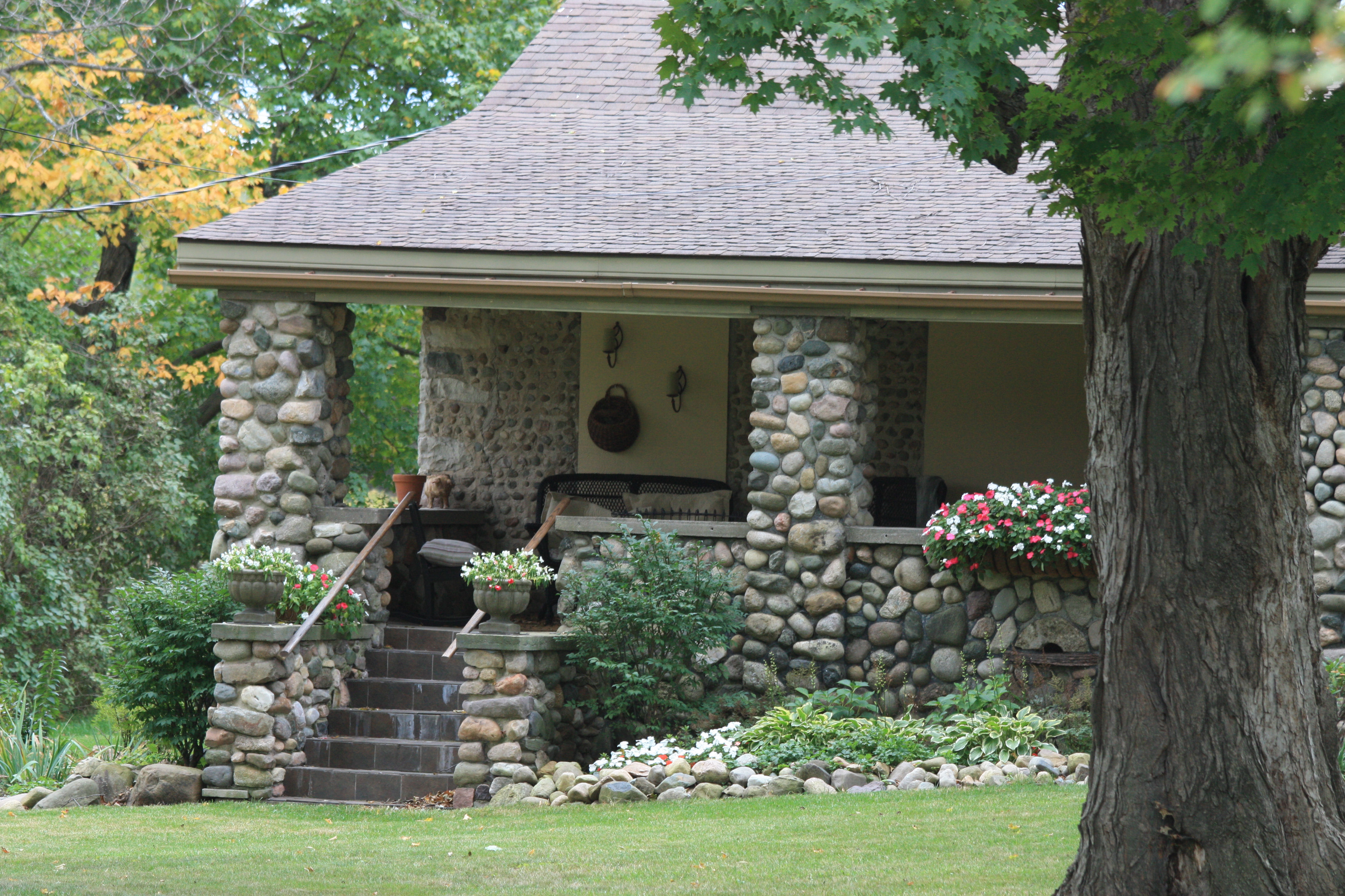 Stone house front porch for Cobblestone house
