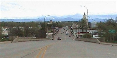 view from the middle of the street in front of the courthouse looking north along US-85